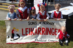 Grieg Lodge Leikarringen children and banner